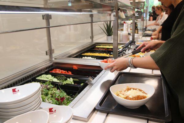 Bữa cơm căng tin sẽ giúp bạn có đủ năng lượng với mức giá phải chăng