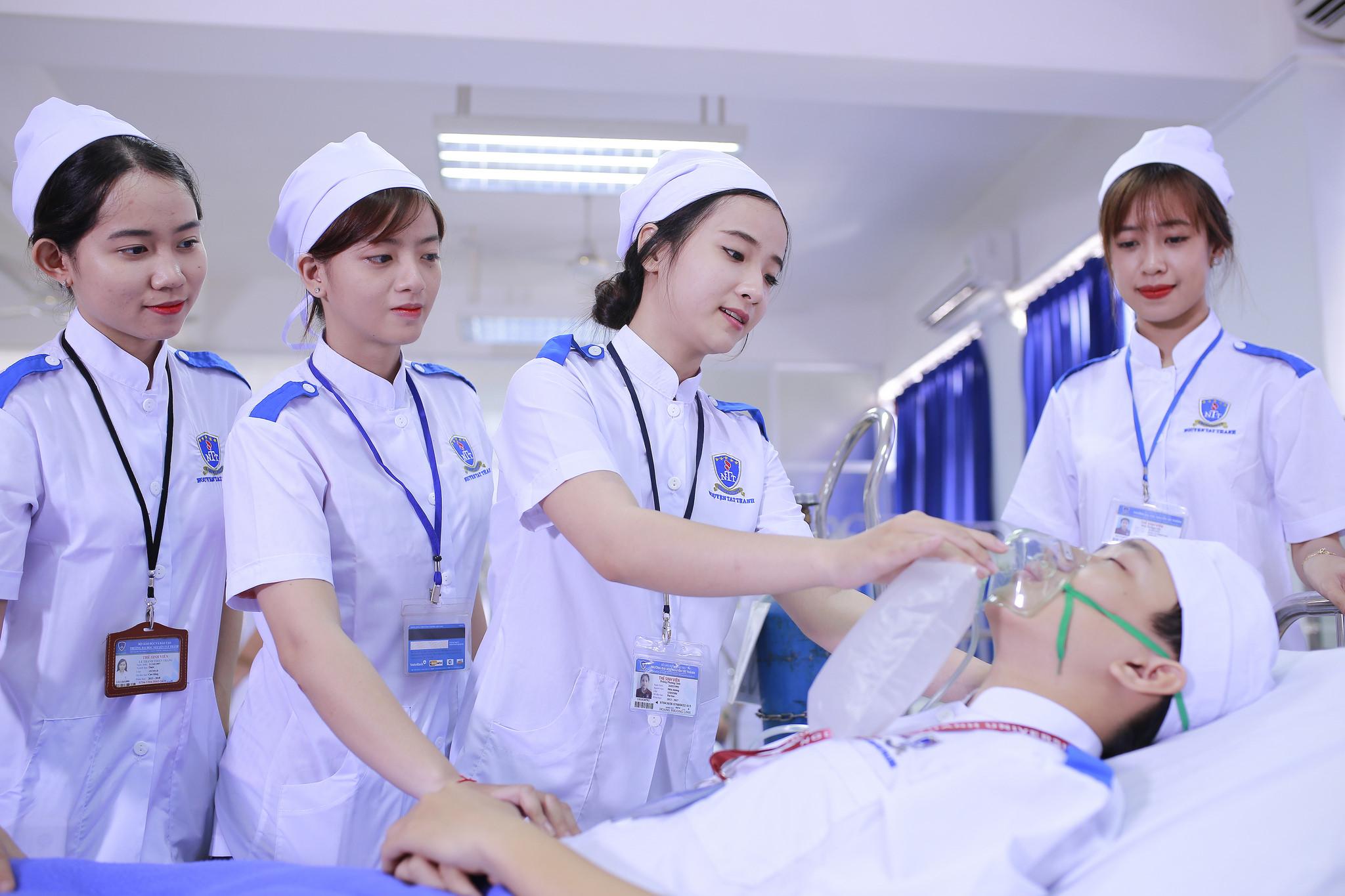 Bạn cần phải có thời gian tiếp xúc với nghề Y tại Việt Nam